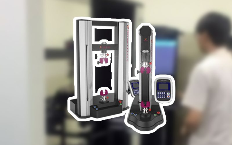 10 Pengujian Menggunakan Alat Universal Testing Machine